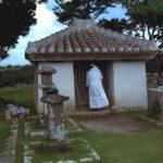 沖縄に伝わる礼儀を重んじた祈りの作法